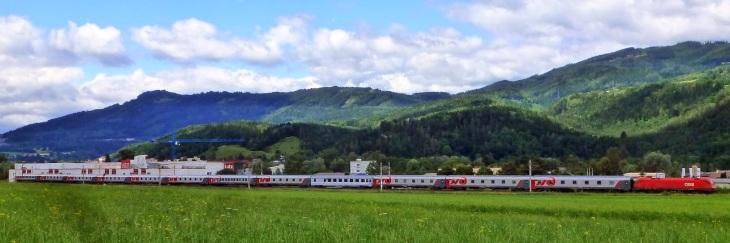 Le 13118 Nice-Moscou non loin de Leoben, en Autriche, en juillet 2012 (par unci_narynin via Flickr CC BY-NC-SA 2.0 - cliquer sur l'image pour l'aggrandir)