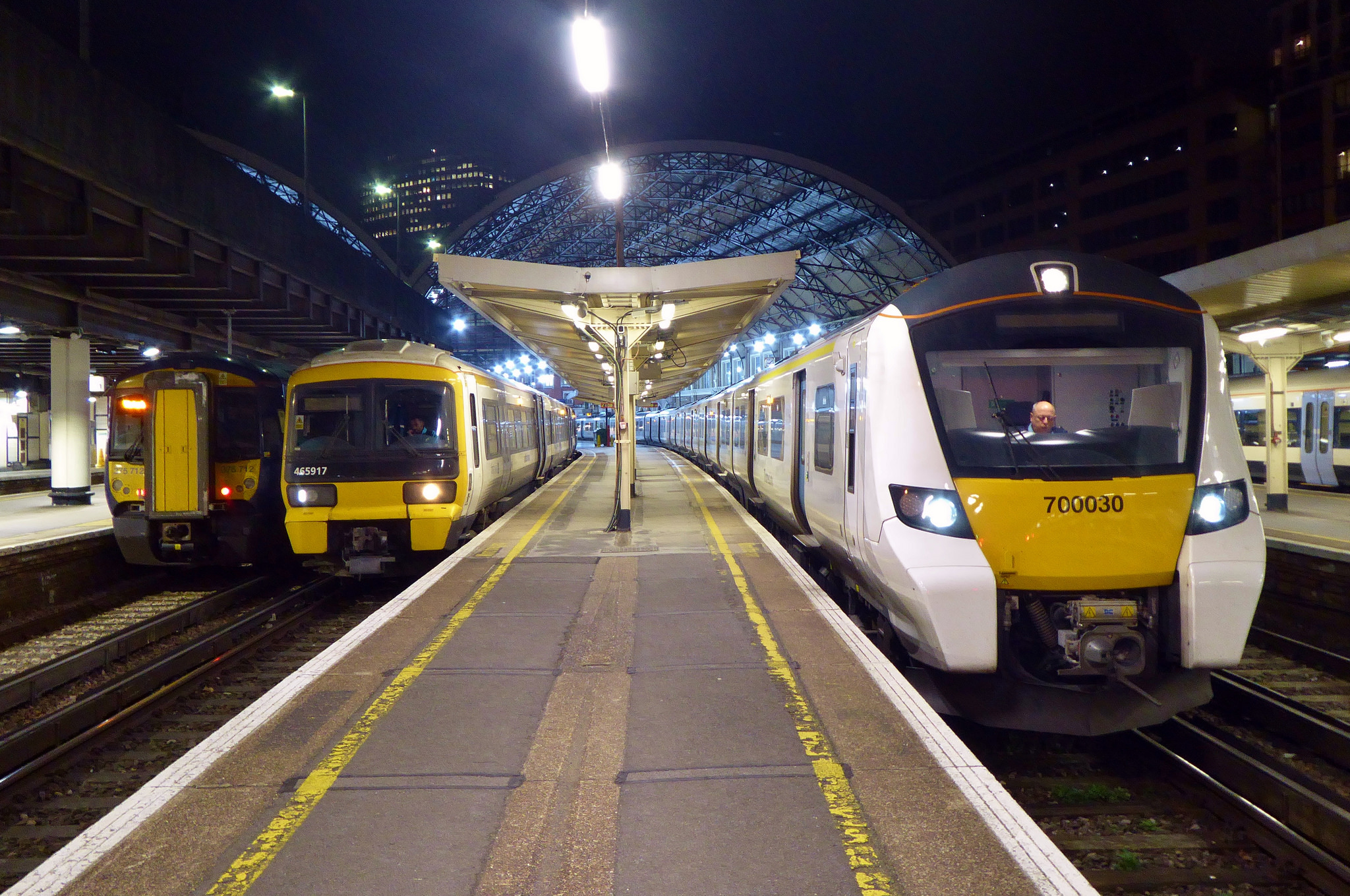 La Demande De Matériel Roulant Explose, Et Le Parc Roulant Se Modernise,  Comme On Le Voit à Victoria Station (photo Train Photos Via Licence Flickr)