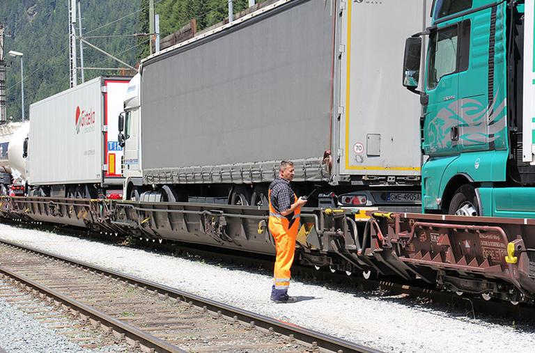 Transport routier à nouveau en hausse à travers lesAlpes